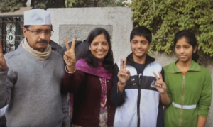 arvind kejriwal wife sunita children pictures