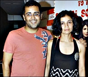 chetal bhagat with wife Anusha Bhagat pics