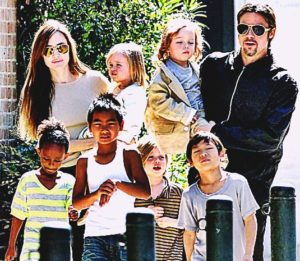 angelina-jolie-and-brad-pitt-with-children-pics